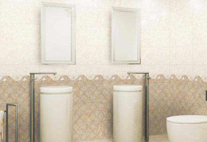 Pengaplikasian keramik dinding motif untuk kamar mandi